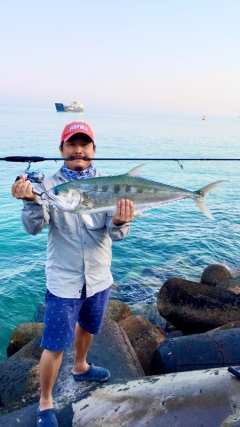 Abu Dhabi fishing #jigging #queenfish